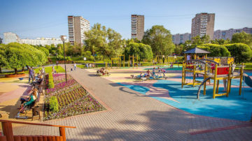 Укладка рулонного газона в Москве